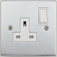 Schneider Electric 13A Single Switched Single-Pole Socket Outlet - Matt Chrome