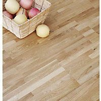 Sample Buckingham Solid Wood Oak Flooring - Nat Laq Oak