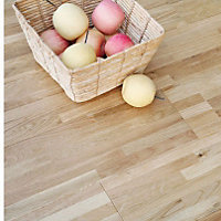 Sample Sandringham Solid Wood Oak Flooring - Nat Laq Oak