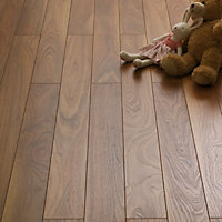 Schreiber Narrow Plank Laminate Flooring Walnut - 1.28sq m per pack