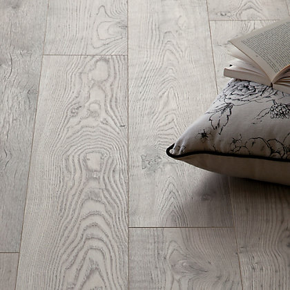 Image for Schreiber Rushmore Chestnut Laminate Flooring - 1.73sq m per pack from StoreName