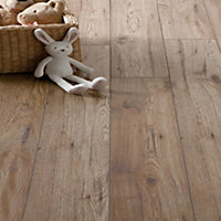 Schreiber Chicheley Oak Laminate Flooring - 1.76 sq m per pack