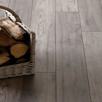 Schreiber Tudor Oak Laminate Flooring - 1.76sq m per pack
