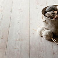 Hygena Great Northern Pine Laminate Flooring - 2.22sq m per pack