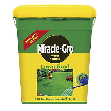 Image for Miracle-Gro Soluble Lawn Food - 2kg from StoreName