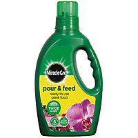 Miracle-Gro Pour and Feed Ready to Use Plant Food - 1L